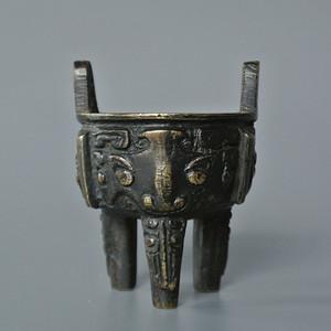 清兽面饕餮纹鼎式铜琴炉