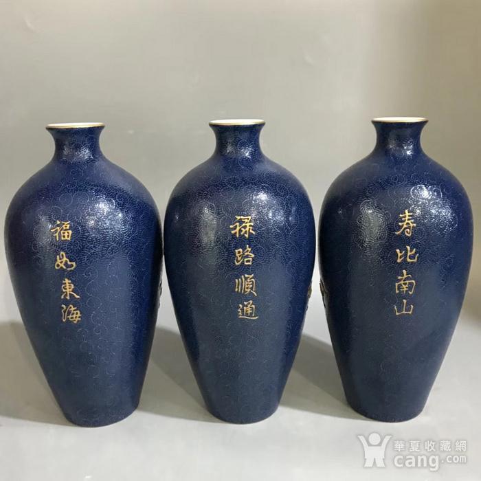 精品本金浮雕霁蓝釉爬花福禄寿梅瓶一套图3