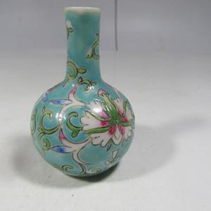 民国粉彩花卉纹小天球瓶