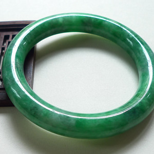 A货翡翠冰糯种手镯64.45g