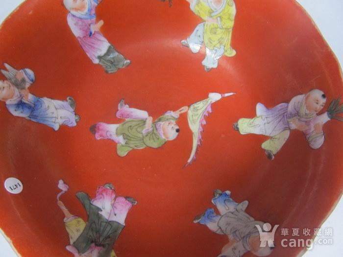 民国精品珊瑚红地婴戏碗图10