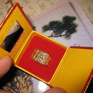 制作工艺精美漂亮的金戒指一枚。重7.3克