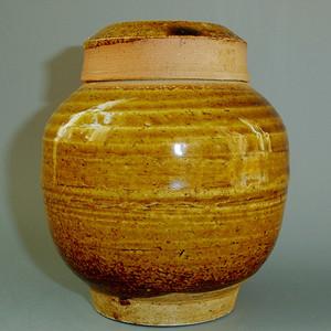 明 鳝鱼黄釉盖罐