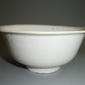 明中期 白釉折沿敦式碗