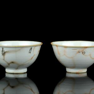 15清乾隆粉彩石纹釉杯盏两只