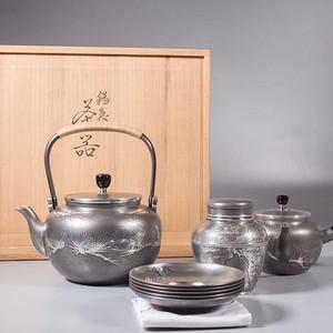 半个世纪前锡制松叶纹茶具一组 八件套