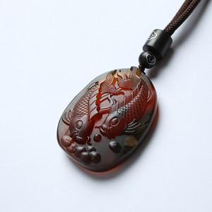 棕红缅甸琥珀年年有鱼吊坠 22KQ18