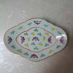 粉彩小海棠盘