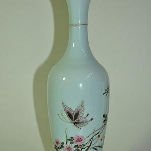 名家款小瓷瓶