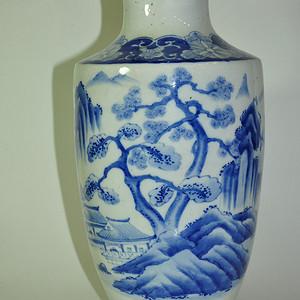 纯手绘百年左右的日本青花瓶