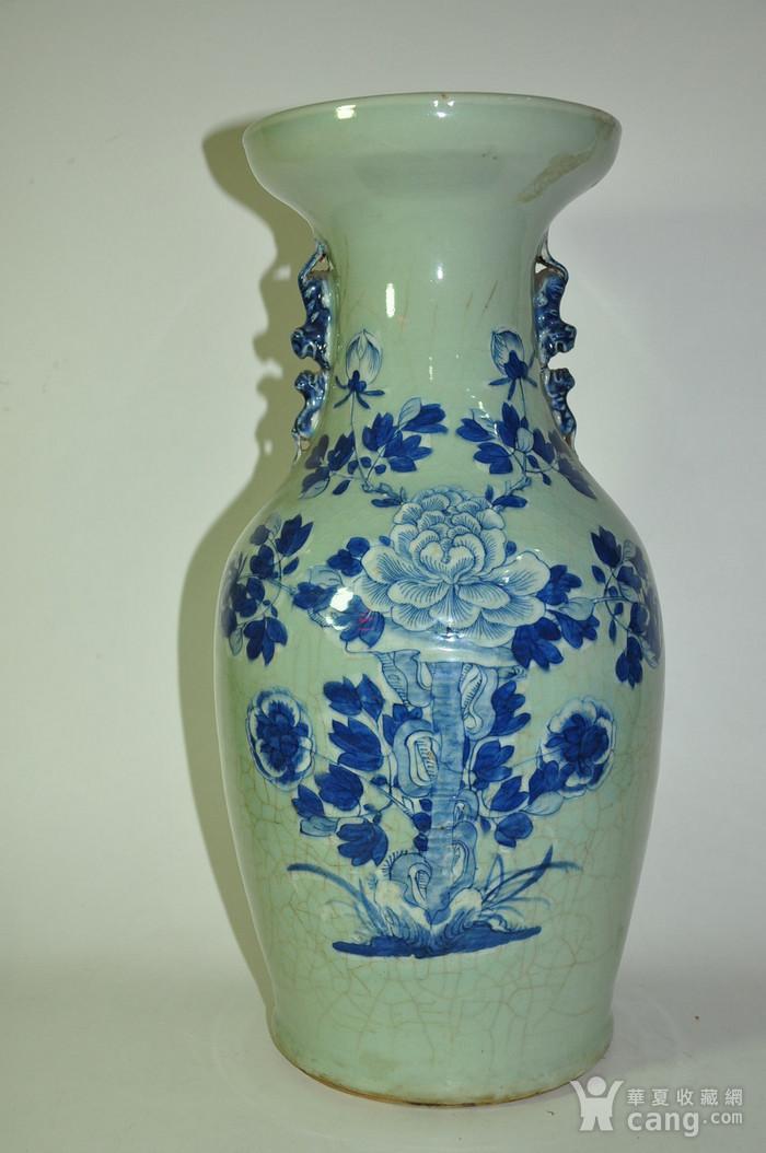 清代中晚期豆青青花赏瓶