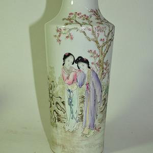 几十年方云峰款桃花仕女瓶
