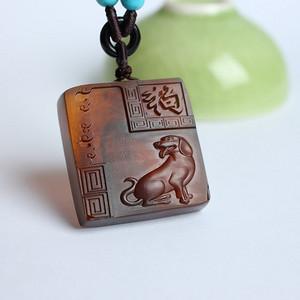 棕红缅甸琥珀生肖狗吊坠 22KQ01