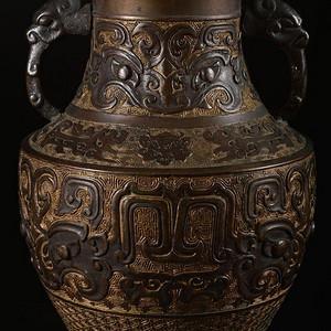 清晚民国,饕餮纹龙耳花瓶