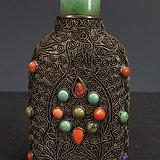清代 银花丝镶嵌天然绿松石珊瑚鼻烟壶