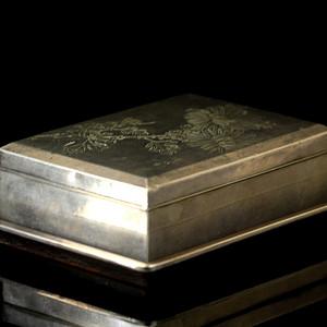 21清银质刻花卉纹盖盒