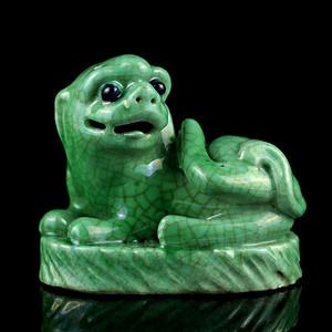 23清中期苹果哥绿釉狮子摆件