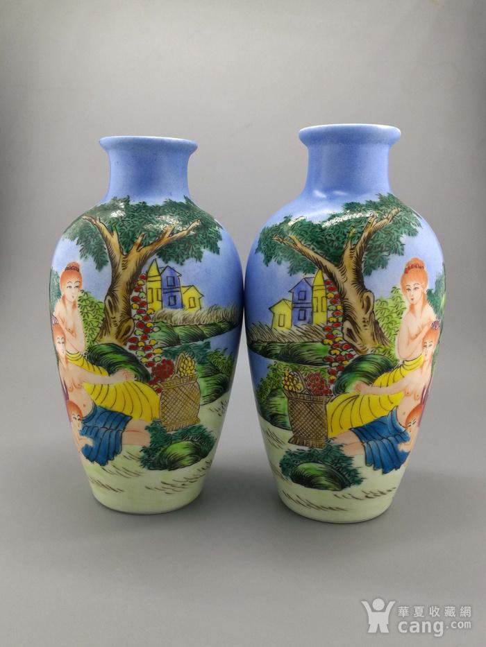 外销瓷珐琅彩西洋人物纹瓶一对图2