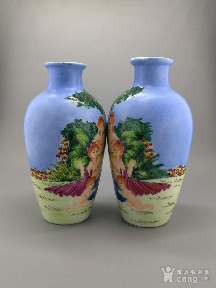 外销瓷珐琅彩西洋人物纹瓶一对图3