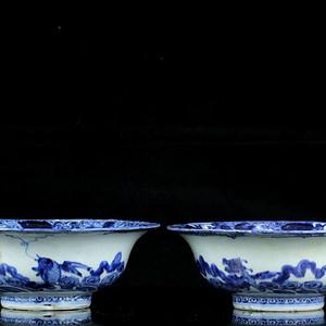 16明青花海水端兽纹葵口碗一对