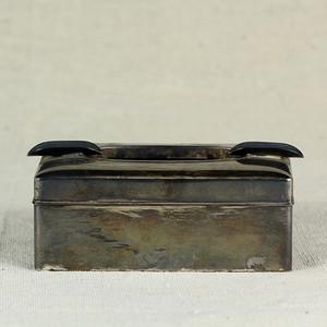 18清紫檀包银松鹤纹烟缸