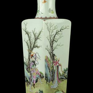 40民国粉彩人物纹四方瓶