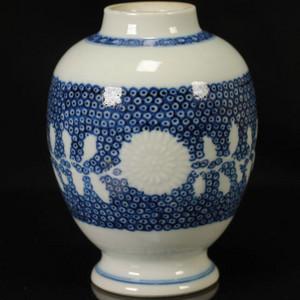 清雍正青花珍珠地釉堆塑罐