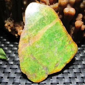 有些年头 满辣绿 天然 翡翠 随行 挂坠。正宗 帕敢老坑料