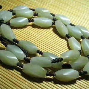 建国前后 和田玉 旋转纹 橄榄珠 挂链 玉质细腻