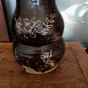 辽金老窑刻花葫芦瓶