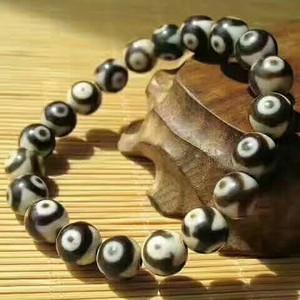 包真保老 藏传 三眼玛瑙天珠 手串 有的以泛朱砂 包浆老道