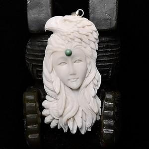 苏工精雕西藏玩鹰少女挂坠