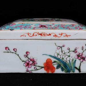 清代粉彩花卉绘画四方盖盒