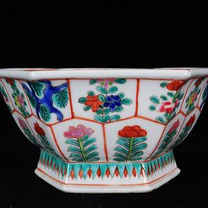 清代粉彩花卉绘画六角供碗