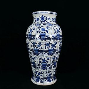 清代大号青花花卉开窗统身绘画梅瓶