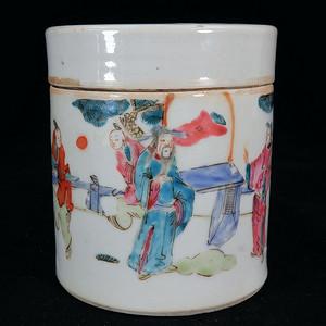 清代粉彩人物绘画鸦片罐