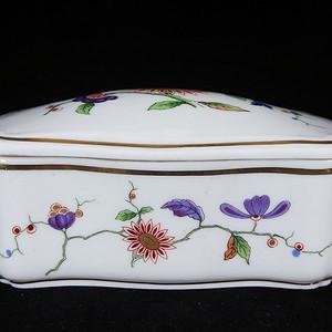 维多利亚时期粉彩花卉绘画盖盒