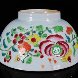 乾隆粉彩花卉绘画碗