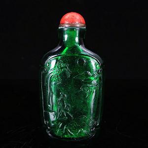 清代琉璃人物雕刻鼻烟壶