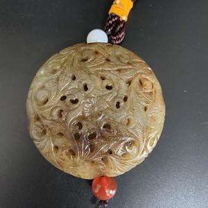 和田玉镂空香囊