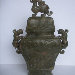 15 8 清 青玉仿商周青铜器双兽耳方瓶