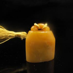 收藏精品 精品老挝田黄如意提钮5554