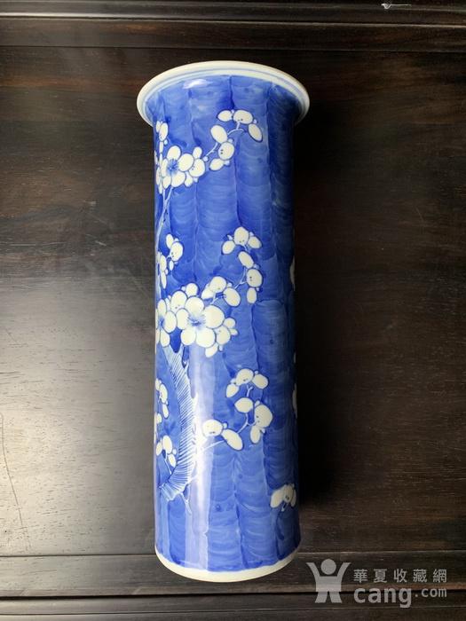 康熙款 晚清蓝地白花纹筒瓶图1