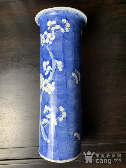 康熙款 晚清蓝地白花纹筒瓶图3