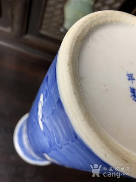 康熙款 晚清蓝地白花纹筒瓶图10