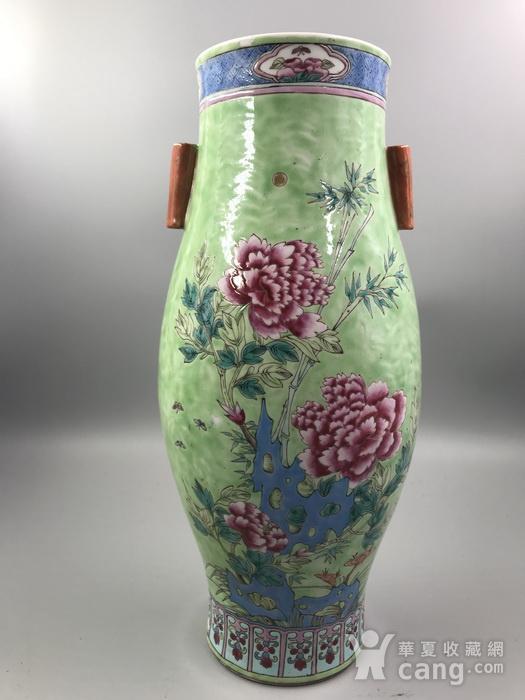 乾隆款 清中晚期绿地粉彩花卉纹橄榄尊图2