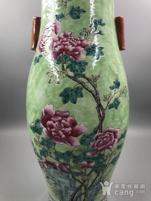 乾隆款 清中晚期绿地粉彩花卉纹橄榄尊图5