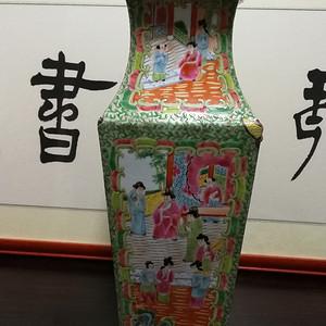 金牌 清 广彩花卉人物故事兽耳四方瓶