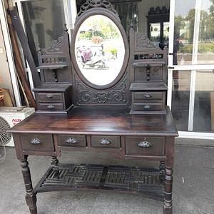 造型漂亮老红木梳妆台