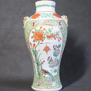 全品   清代吉慶有余纏枝紋獅首粉彩瓶